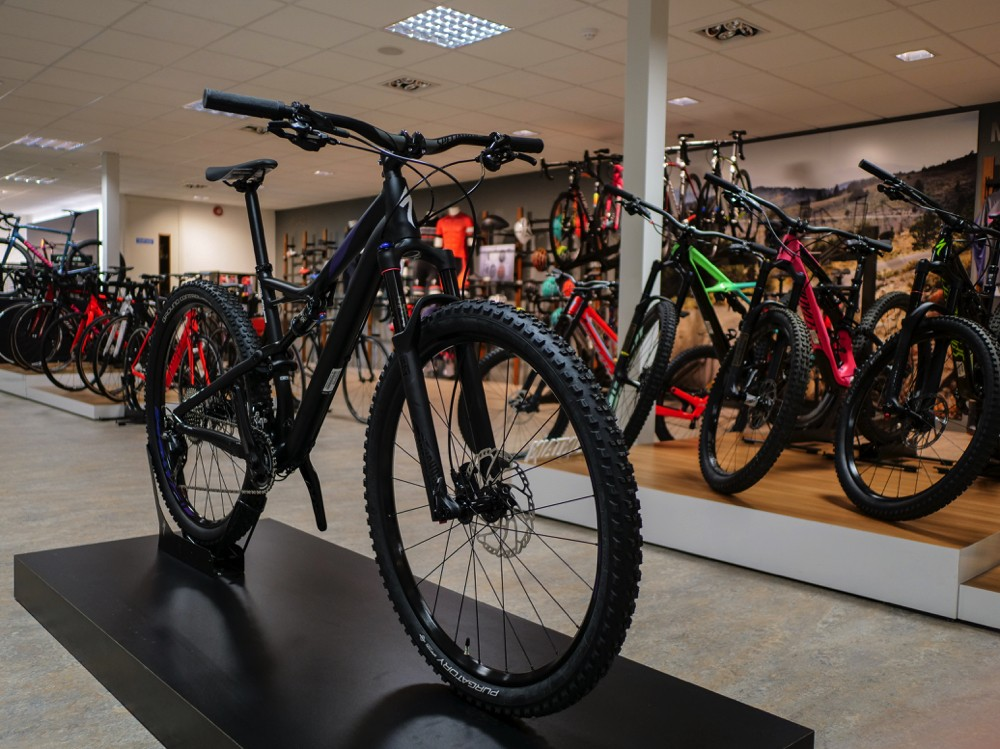 Велосипед Specialized Camber Comp Satin Black Chameleon White